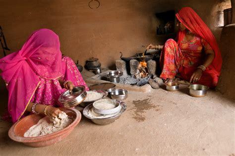 inde cuisine découvrez l 39 inde en photos femmes préparant le repas