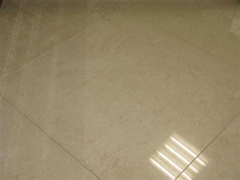 carrelage poli brillant gris carrelage sol poli brillant 60x60 titan rectifi 233 blanc gris antracite et ivoire durstone