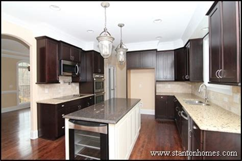 Dark Cabinets with Light Granite   Best Color Combinations