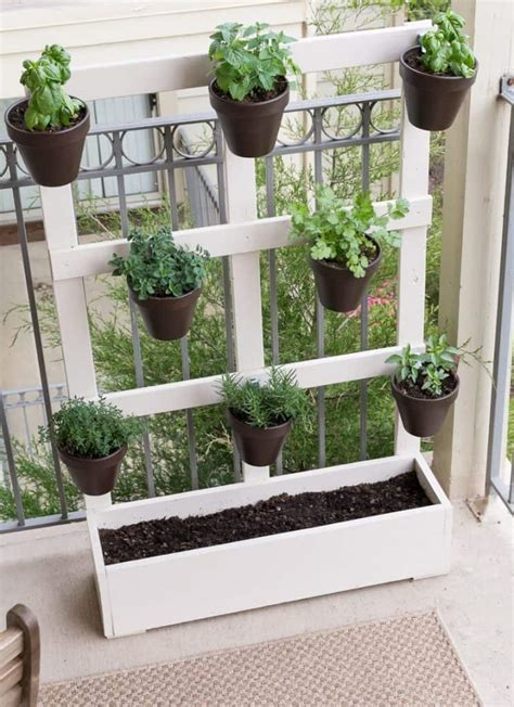 Vertical Garden Diy Ideas by 20 Diy Vertical Garden Ideas How To Make A Vertical Garden