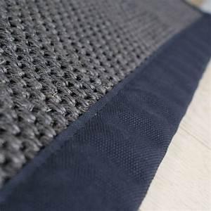tapis en sisal sur mesure gris fonce bleute ganse With tapis jonc de mer avec canapé cuir bleu