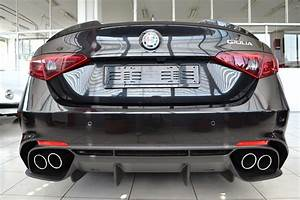 Alfa Romeo Giulia Quadrifoglio Occasion : alfa romeo giulia quadrifoglio nero vulcano garage vecchio ~ Gottalentnigeria.com Avis de Voitures