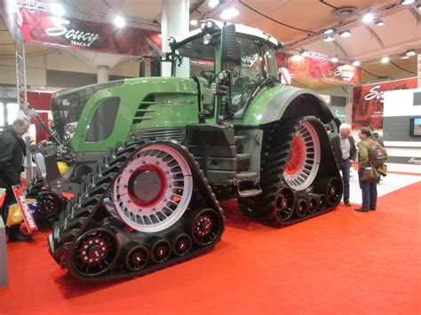 agritechnica russische traktoren für deutsche fendt mit raupe agritechnica 2013 fotowettbewerb