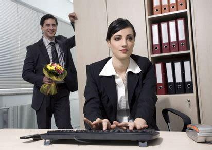 relation amoureuse au bureau 31 des salariés ont déjà eu une relation au travail