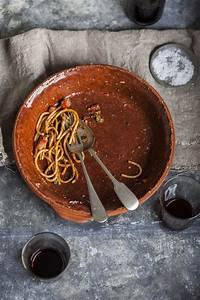 Spaghetti Puttanesca | Puttanesca, Best food photography, How to cook pasta