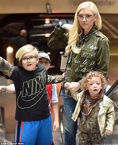 Blake Shelton and Gwen Stefani take her children to the ...