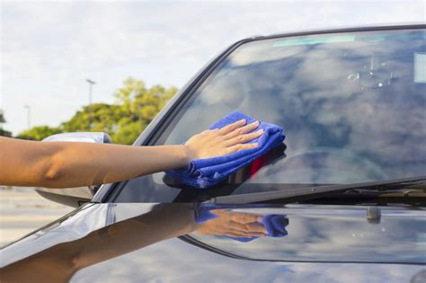 Infographic: 3 auto glass cleaning steps for clear profits