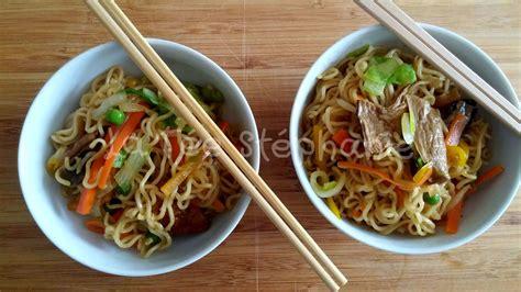 recette de cuisine au wok ramen nouilles japonaises sautées aux petits légumes