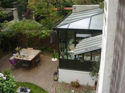 un cour de cuisine toit en verre