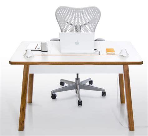 petit bureau pour ordinateur portable studiodesk un bureau pour ordinateur portable blogeek