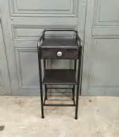 Table De Nuit Industriel : rangement de mobilier vintage ou industriel ~ Teatrodelosmanantiales.com Idées de Décoration