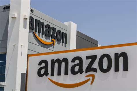amazon fulfillment warehouse center logistics prime warehouses facts vegas las vox shutterstock company affiliate empire partnerships influence though editorial these