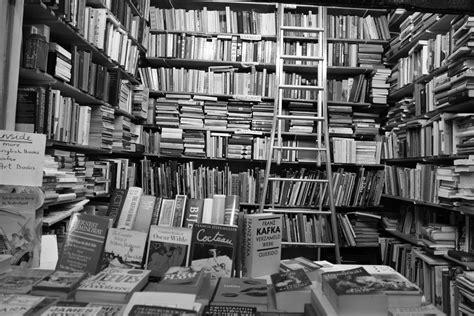 oscar wilde ernest hemingway monochrome books wallpapers
