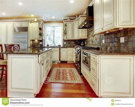 cuisine en dur grande cuisine blanche de luxe avec le bois dur de cerise