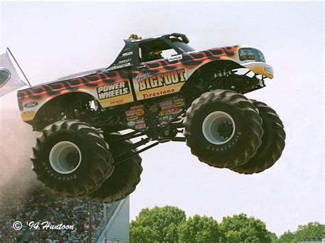 videos de monster trucks dessin ã colorier monster truck