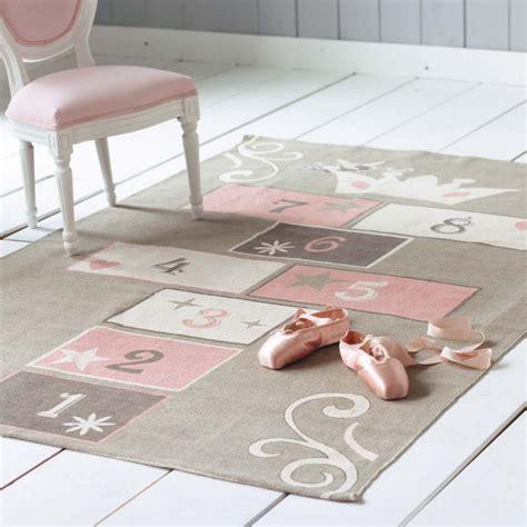 tapis de chambre fille tapis marelle enfant princesse 120x180 maisons du monde