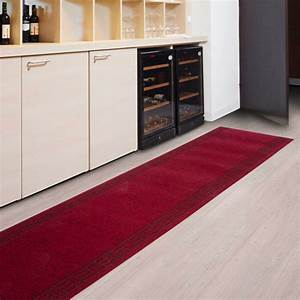 tapis au metre amortissant resistant rouge tapistarfr With tapis pour couloir