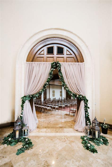 8 Amazing Wedding Entrance Decoration For Perfect Wedding