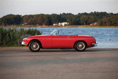 Official Buying Guide: MGB Roadster - The Quintessential ...
