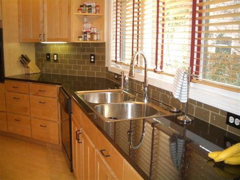 pictures of floor tiles for kitchens photos of glass tile backsplash in kitchen 9101