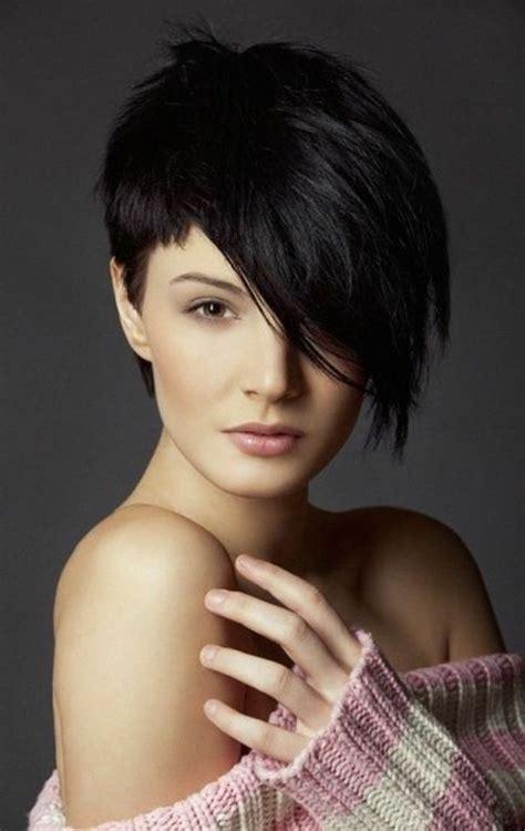 coiffures avec frange asymetrique