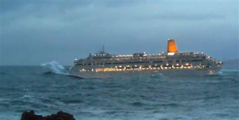 Video Of The Pu0026O Oriana Cruise Ship Rocked By Rough Seas