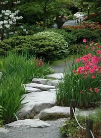 garden stepping stones Garden Stepping Stone Design and Ideas - InspirationSeek.com