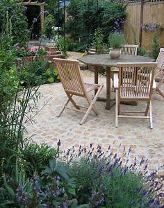 Traditional courtyard garden with cobbles and lavender ...