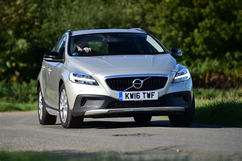 Review Volvo V40 Cross Country by Volvo V40 Cross Country 2016 Review Pictures Auto Express