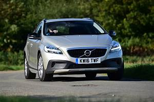 V40 Cross Country Oversta Edition : new volvo v40 cross country 2016 review auto express ~ Gottalentnigeria.com Avis de Voitures