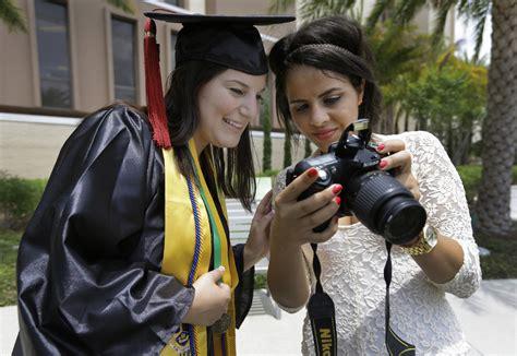selfies banned  university graduation ceremonies