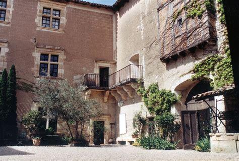 la maison du peintre bistes