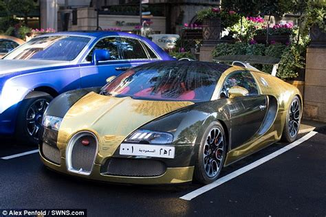 bugatti gold and white gold bugatti veyron draws crowds and police sell seized