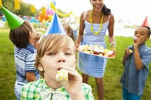 Spiele Für Feiern : 8 g nstige spielideen und einen tollen kindergeburtstag feiern ~ Frokenaadalensverden.com Haus und Dekorationen