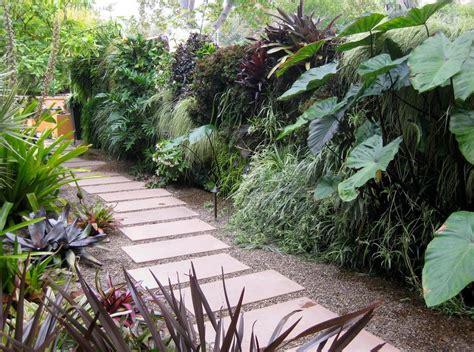 tropical plant landscape design 10 beautiful gardens with tropical plants
