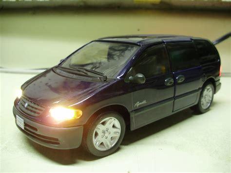 Ray's custom 1:26 scale Plymouth Voyager mini van diecast ...