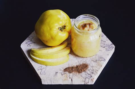 cuisiner le coing recette de compote pomme coing cannelle pour bébé dès 4
