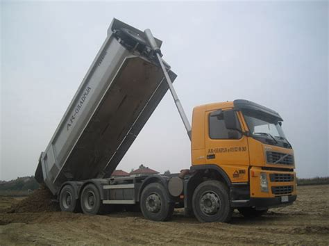 volvo kamioni ar gradnja