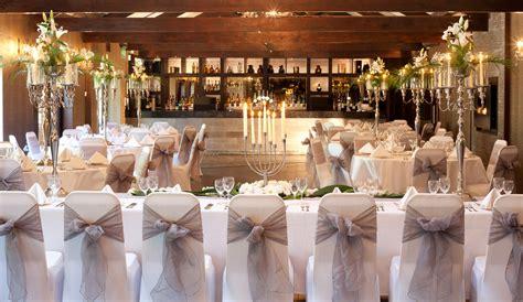 tips  arrange  wedding   inexpensive venue