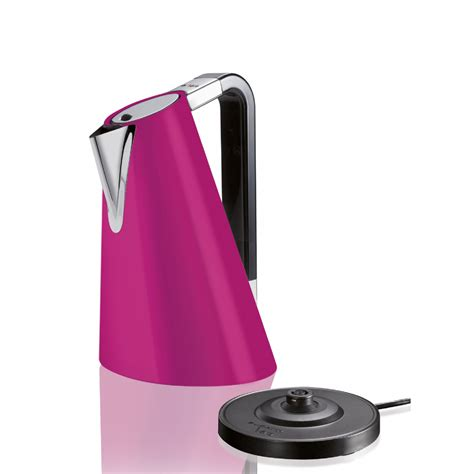 The elegant and slender shape makes it a perfect object to be inserted into domestic spaces. Vera Easy Kettle by Casa Bugatti on Luxxdesign.com
