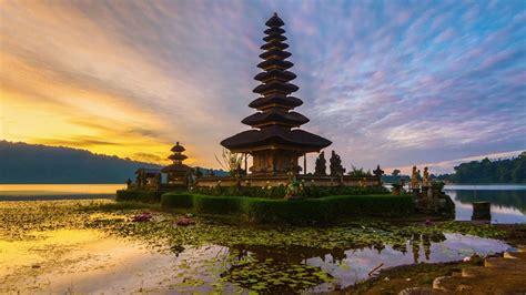sunrise  pura ulun danu bratan temple  bali indonesia