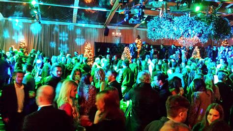 seth macfarlane hosts annual christmas holiday party