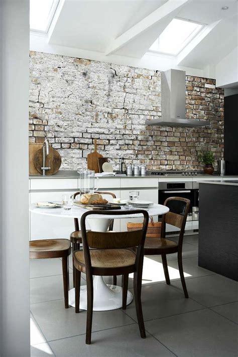 les decoratives tendance cuisine les 25 meilleures idées concernant papier peint brique sur