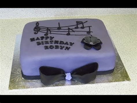 musical themed birthday cake     icing