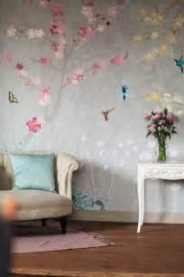 wohnzimmer idee tapete florale tapeten naturnahes und zeitgenössisches ambiente erschaffen