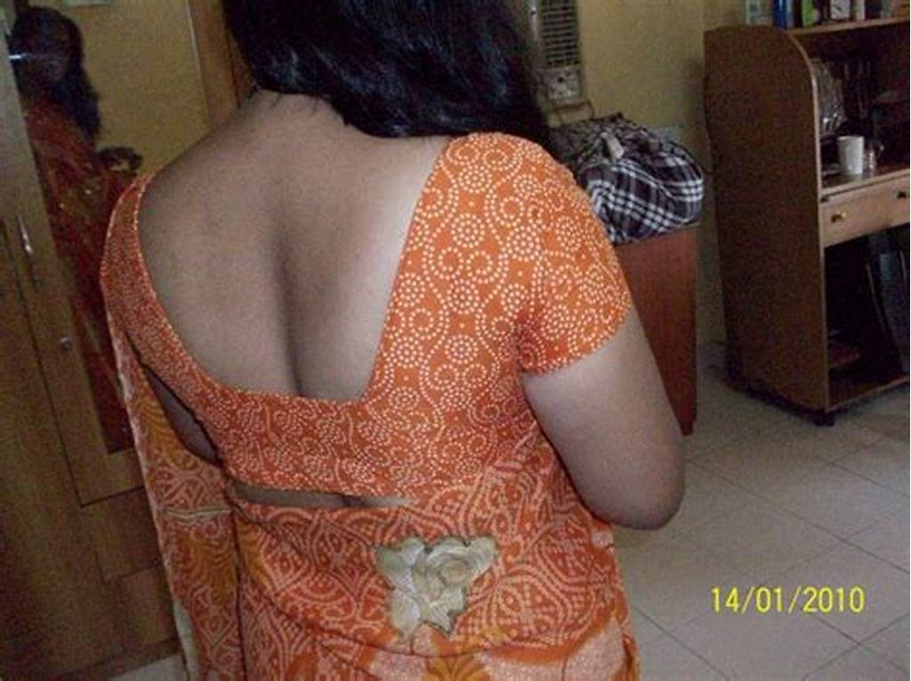 #Desi #Gaon #Aunty #Exposed #Choot #While #Lifts #Petticoat