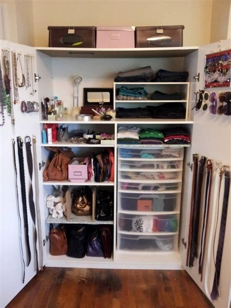 small closet ideas to organize a lot of clothing in