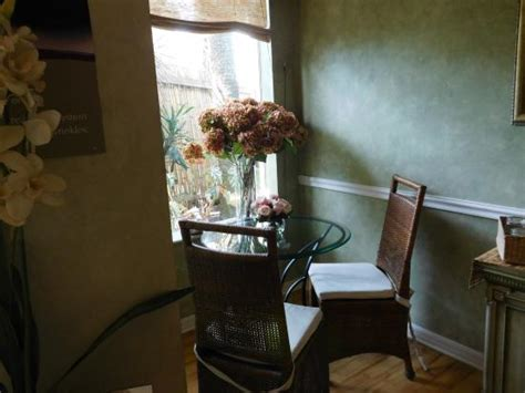 quaint table and chairs inside the spa waiting room
