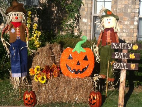 Decorating Ideas For Fall Outside by Scarecrow Fall Decorations Home Decorating Ideas