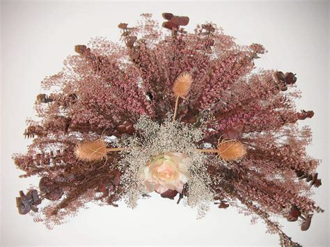Dry Flowers Decoration For Home: 3 Types Of Fan Shaped Arrangements